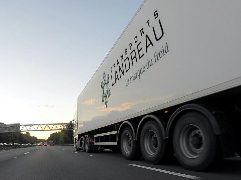 Camion Transports Landreau, spécialiste du transport frigorifique